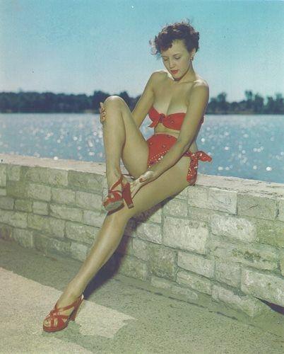 Bandana bikini, 1954
