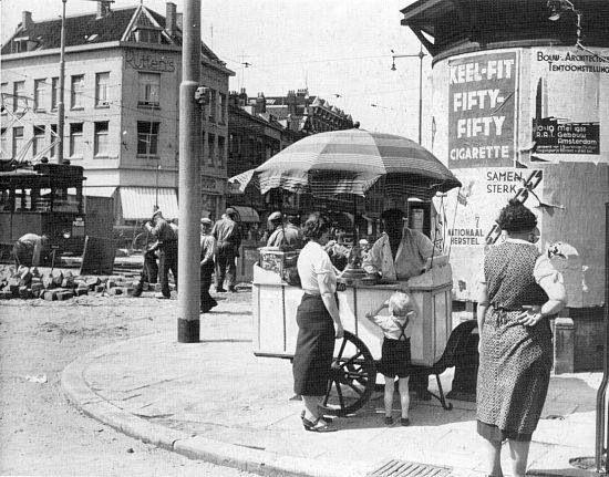 Hoek Goudsesingel, Jonker Fransstraat. Omstreeks 1935