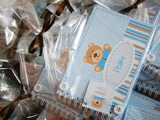 http://papeldepanoatelierdeideias.blogspot.com.br/2012/03/lembranca-maternidade-ursinho-pedro.html