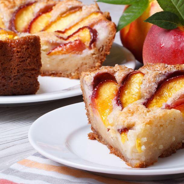 Gâteau au yaourt et pêches fraîches