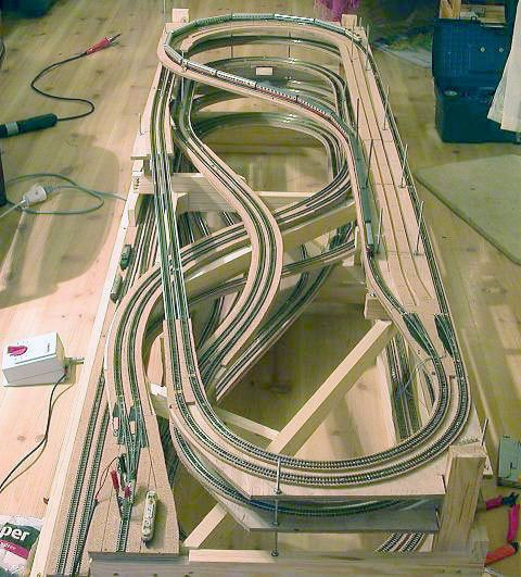 Best 25 model train layouts ideas on pinterest model trains ho scale train layout and model - Ho scale layouts for small spaces concept ...