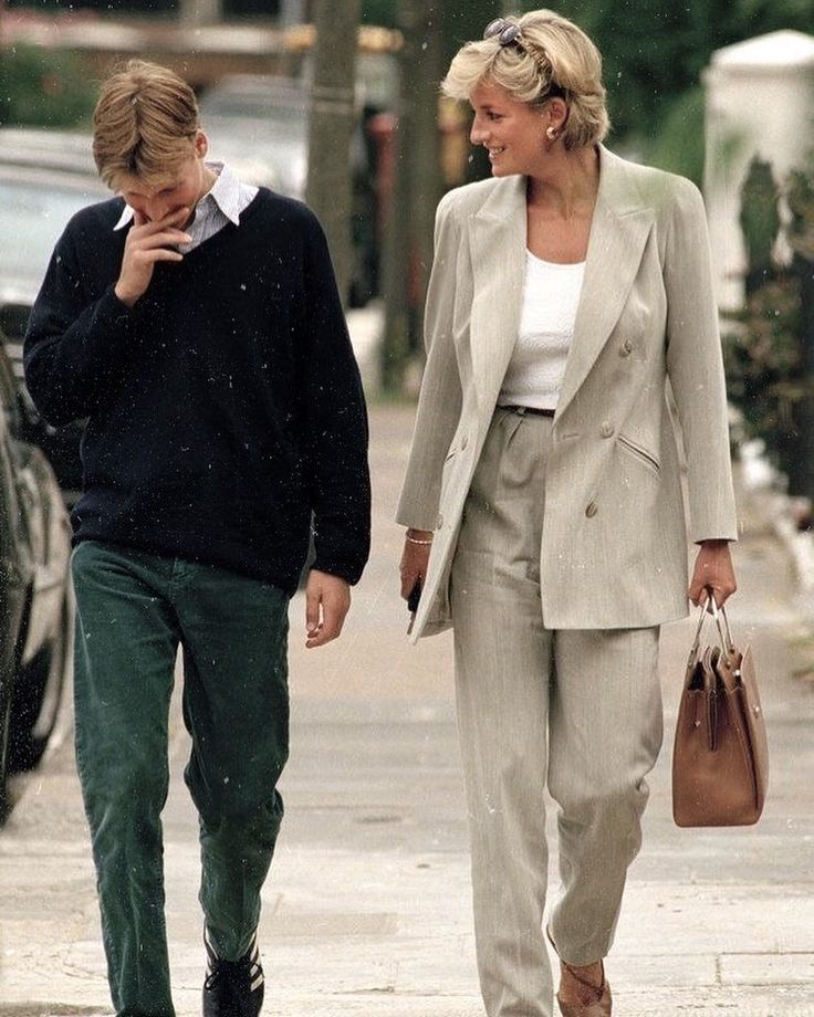 Prince William and his mother Lady Diana in London 1997