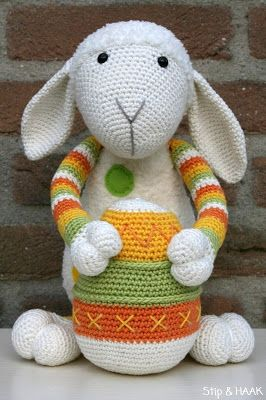 Egg pattern free from Stip en Haak. Sheep pattern you can buy.