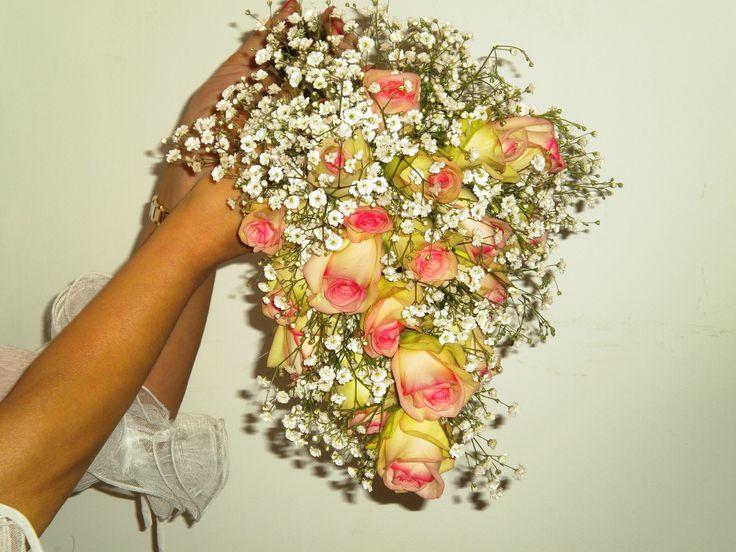 Ramo de novia gota con rosas.