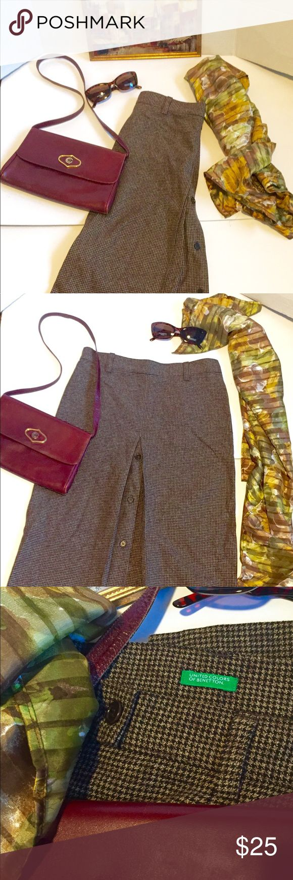 United Colors of Benetton plaid skirt bundl 4 fall Beautiful fashion lot for fall of 4 pieces- 1 -United Colors of Benetton brown plaid skirt beautiful quality tweed look with unique style and design pleated with button down design sz 3/4 midi knee length.2-a beautiful burgundy Italian leather shoulder bag by Perozzi removable gold snap handle to use as a clutch all genuine leather gr8 design on front, 3-a beautiful floral silk scarf in fall colors large size like new, and 4-pair of brand…