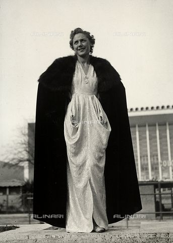 """Model in evening dress, a creation of the couture house """"Graldi"""". The article is complemented by a fur-trimmed cape.1935 - 1939 (c)Bogino, Luis Fratelli Alinari Museum Collections, Florence"""