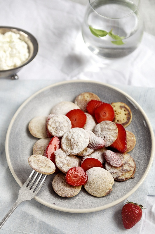 poffertjes w/ strawberries