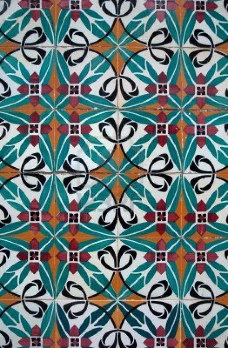 VLOER // tegeltjes Portugese tile for old sewing machine top