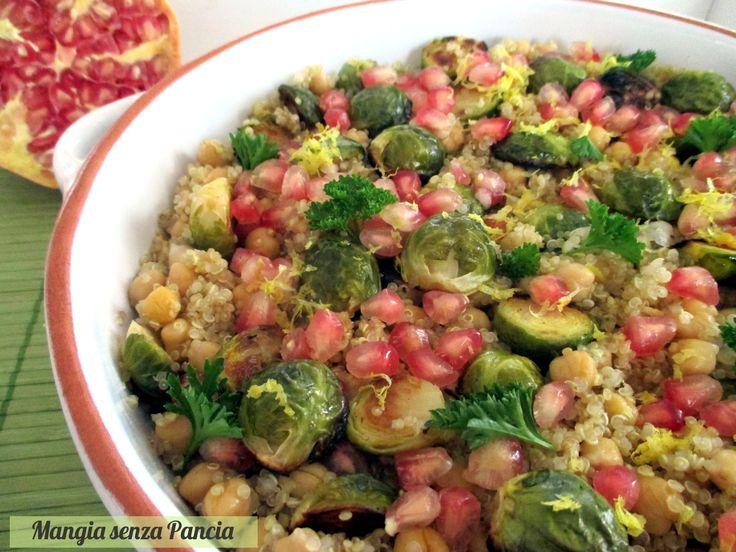 Ecco uno squisito piatto unico vegan: la quinoa con cavoletti di Bruxelles arrostiti, ceci e melagrana, condito con succo di limone, a soli 8 punti WW!