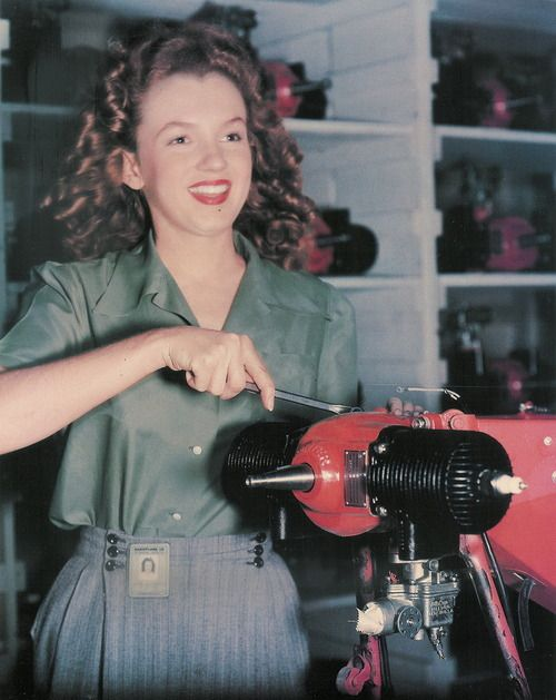 Norma Jean on an aircraft assembly line. (1944)  She wasn't yet vamping for the camera -- something she perfected later