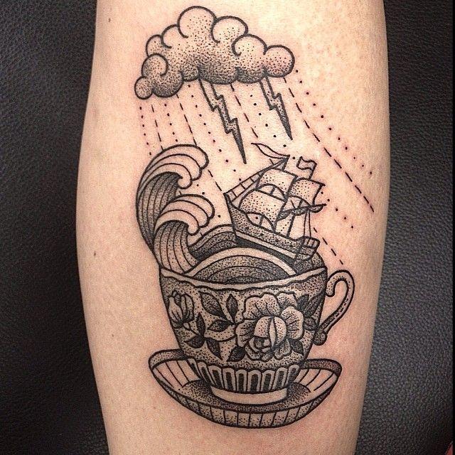 Tinta preta, traços finos e as incríveis tatuagens de Suflanda, Susanne König
