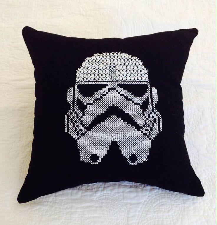 stormtrooper yastıklar zet.com'da! #stormtrooper #yastık #dekor #ev #siyah #starwars #indirim #sale #black #decor #home #pillow