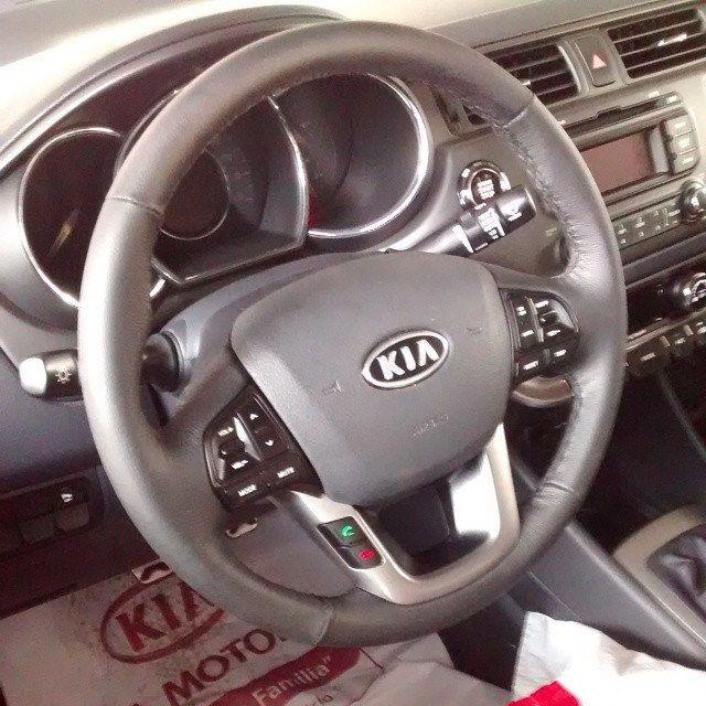 KIA CERATO PRO 100% Cuero Automotriz tapizado timón kia cerato Pro! Cuero gris oscuro con costura gris. | Flickr: Intercambio de fotos