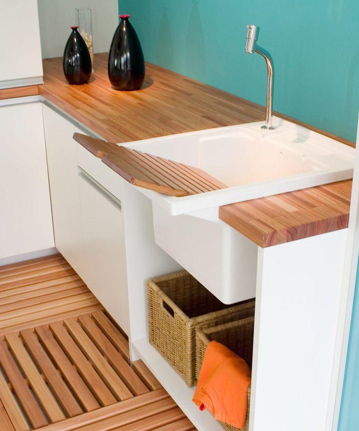 Em sua forma natural ou em revestimentos que imitam suas características, o material pode revestir o chão de todos os espaços da casa