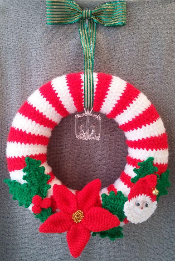 Ghirlanda natalizia rossa e bianca con piccolo presepe. Uncinetto. Crochet.