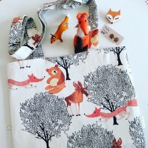 This fully reversible foxy tote bag is a cute one. The bag is a simple make and could be easily made in one of our drop in and sew sessions. It has some great foxy friends joining it and all these foxes can be found at Our Little Caravan.