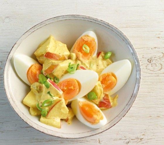 Eiersalat mit Apfel in einer cremigen Curry-Sauce. Kann man machen!
