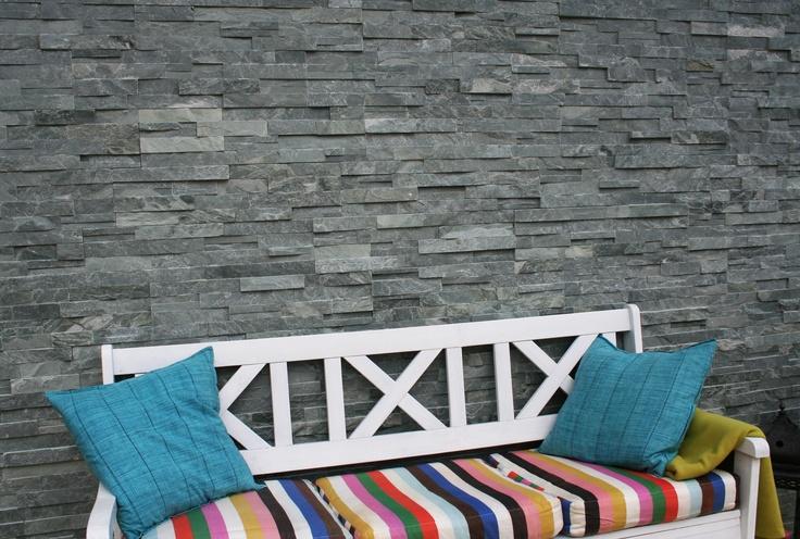Garantert frostsikker fasadeskifer til inne- og utebruk. Til hele vegger eller som dekorasjon på en flate for å variere. Finnes også som hjørnestein.