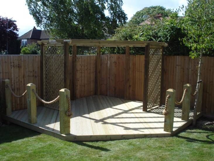 Manila rope beautifully enhances the garden decking here for Garden decking fencing