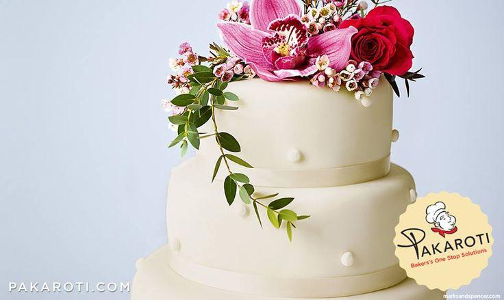 Bahan icing banyak disukai sebagai lapisan penutup wedding cake karena selain mudah dibentuk sesuai keinginan konsumen, icing juga mempermudah proses pengiriman karena tidak mudah hancur dan relatif aman jika dipegang oleh anak. #Bakerspreneur