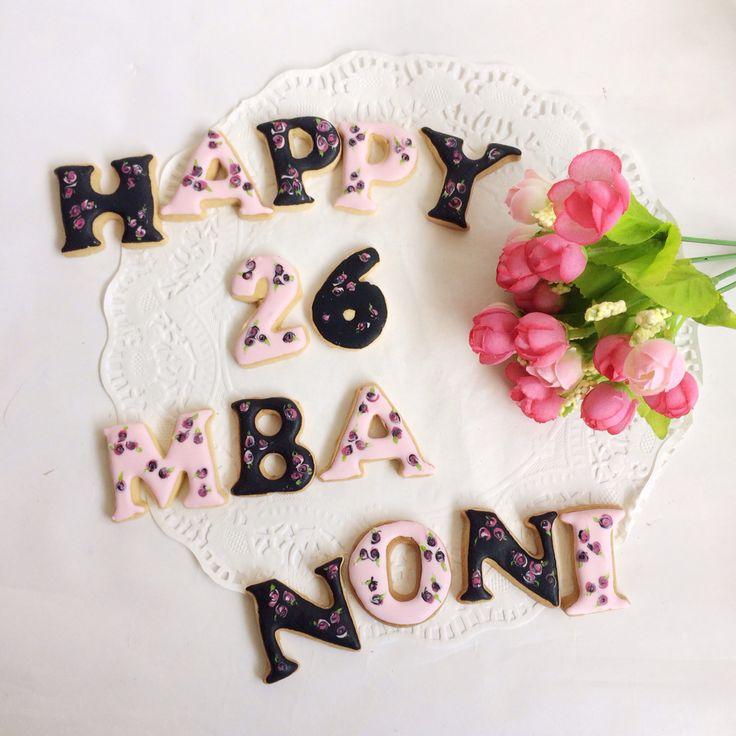 flowery birthday cookies for my sista
