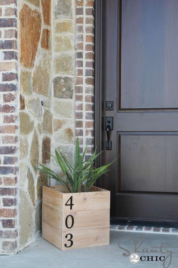 Avez-vous déjà pensé à changer votre plaque de numéro de maison? Si vous souhaitezdécorer votre extérieur et vous distinguer de vos voisins, ne cherchez pas plus loin. Osez l'originalité et épatez vos invités dès le pas de la porte en réalisant vos propresnuméros avec un gros pot de fleursou même des clous! 13 idées sont …