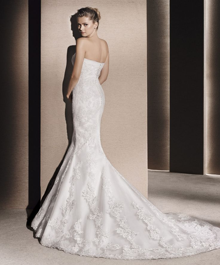 MULLET // This beautiful trumpet wedding gown has a soft tulle ruched sweetheart neckline, and a guipure and tulle skirt