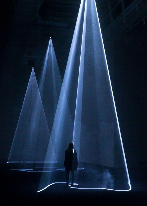 Between You & I, instalação no Faena Arts Center, 2013, de Anthony McCall