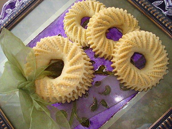 Kaâk Nakash     Ingrédients  1 Kg de farine  1/4 de litre d'huile  1 sachet de levure chimique  1 petit verre à thé d'eau de fleur d'orang...