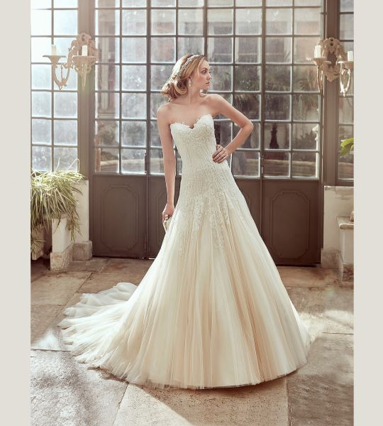 Vestidos de novia escote corazón 2017: 30 magníficos diseños que te harán soñar Image: 23