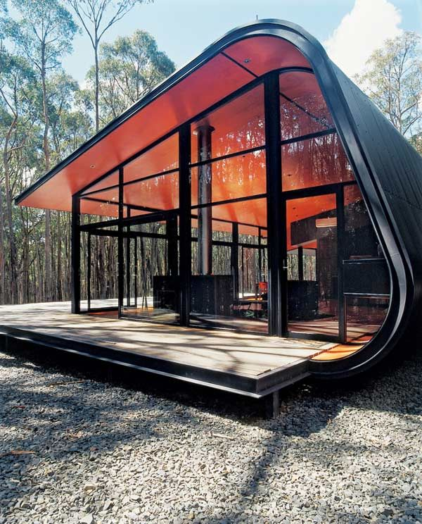 Modern weekend home will have you seeing red (and green) – Opin × Eye