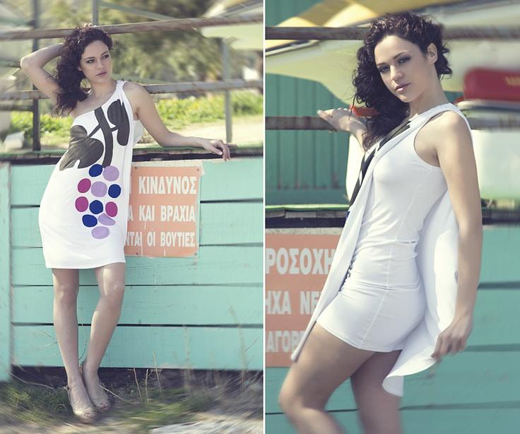 """Διπλό φόρεμα με έναν ώμο και χειροποίητο απλικέ σχέδιο """"grape vine""""."""