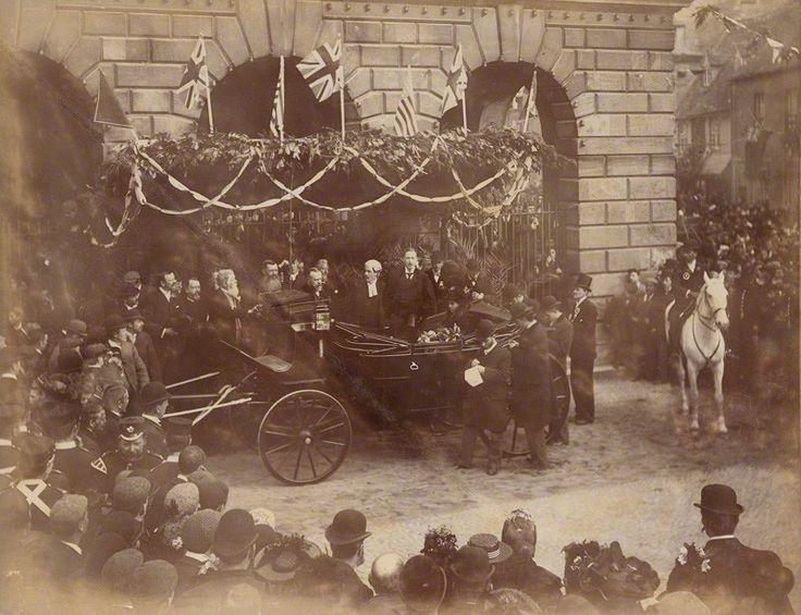 Consuelo Vanderbilt | The new Duchess of Marborough arriving in Woodstock, UK (c. 1896)