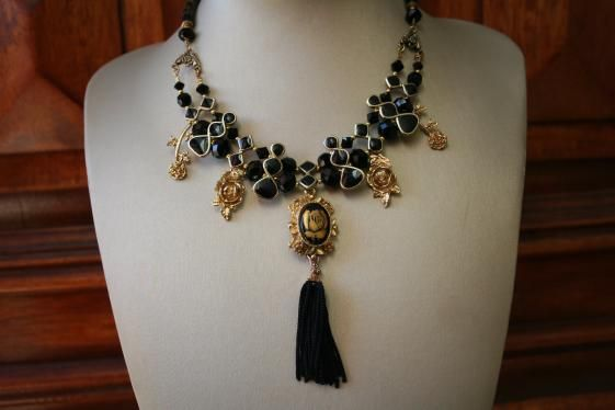 Round She Goes - Market Place - Golden Rose Statement Necklace