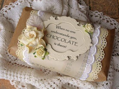 Gift wrapping idea - Embellish brown paper with doilies, layered paper and embellishments  #giftwrapping #brownpaper #emballagecadeau