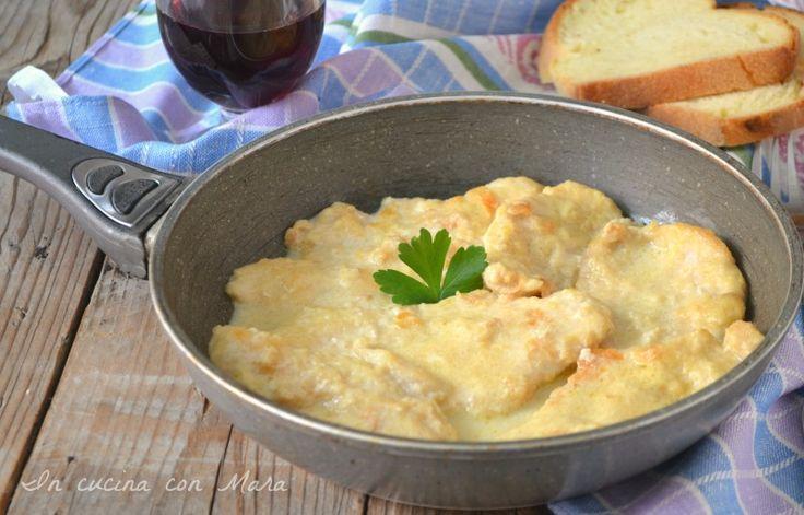 Petti di pollo cremosi, un secondo piatto facile e veloce che si prepara velocemente e che consente di avere un piatto leggero ma allo stesso tempo gustoso