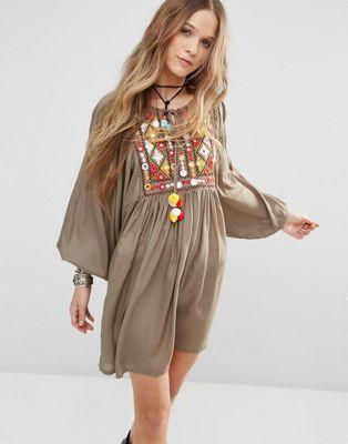 Свободное платье с пышными рукавами на манжетах и вышивкой Glamorous