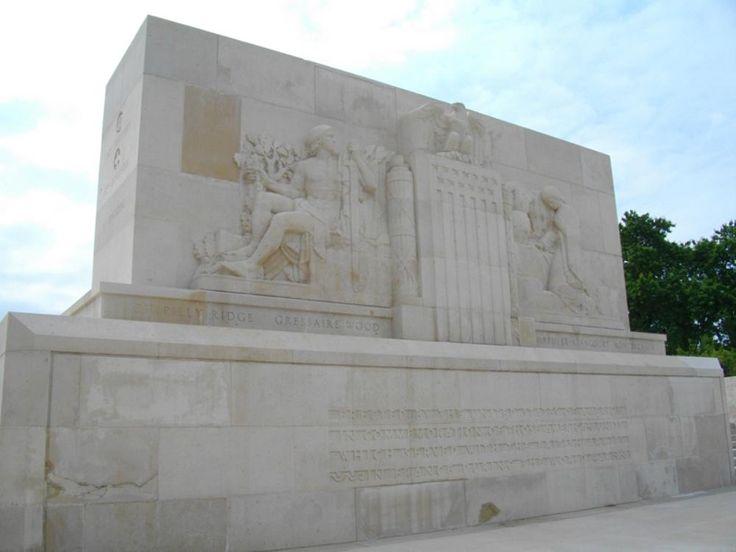 Le mémorial américain de Bellicourt rend ainsi hommage aux 90.000 soldats américains engagés dans la bataille de la ligne Hindenburg. Guerre 14-18 < WWI < Bellicourt < Aisne < Picardie < France