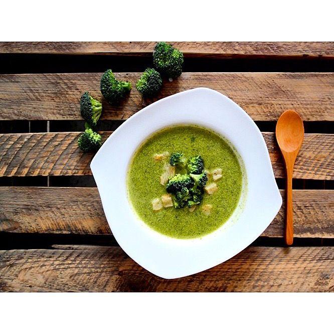 Zupa krem z brokułów 🍵🙂---> Zapraszam moją stronę na fb po przepis https://m.facebook.com/eatdrinklooklove/ ❤ . . Brocoli cream soup 🍵🙂 ---> I invite you to my page on fb the recipe https://m.facebook.com/eatdrinklooklove/ ❤