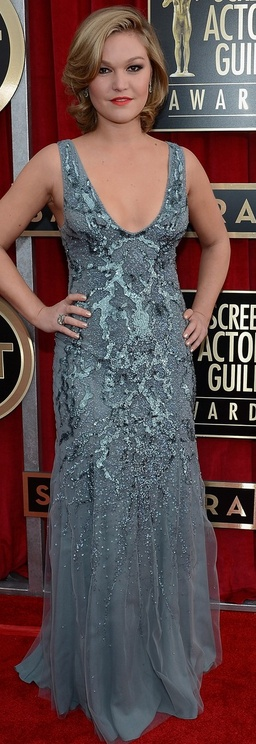 Who made Julia Stiles' blue beaded gown, jewelry, and shoes that she wore to the 2013 Screen Actors Guild Awards?