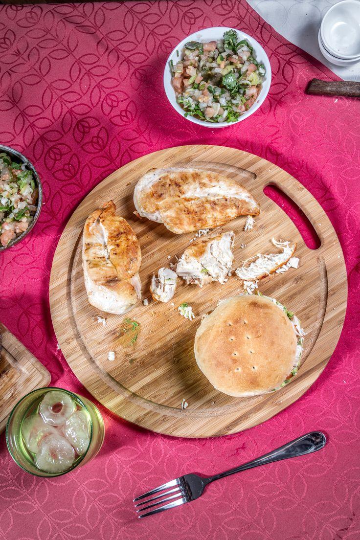 Un pollo a la plancha, unas verduras a elección y tu pan amasado HOME BAKERY de BredenMaster es todo lo que necesitas para un rico sandwich.