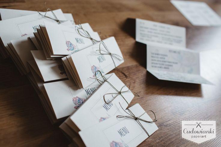 Botanical wedding menu with watercolor flowers. Folding accordion. / Weselne menu z akwarelowymi kwiatami, w formie składanej harmonijki.