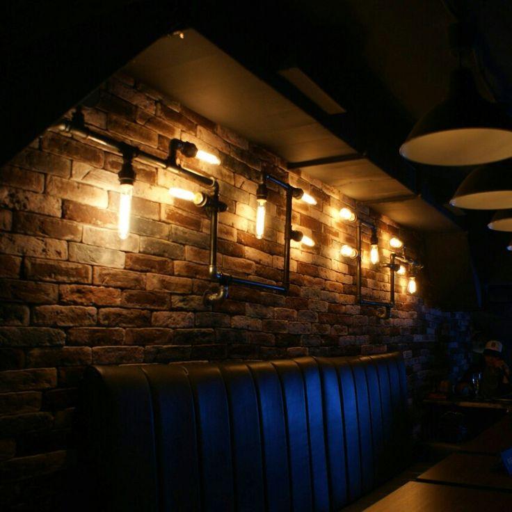 Настенные светильники из труб, каждый по 1,5 метра в длину 💥 Ставьте 💚 и подписывайтесь #komnata35 😊 ☆ #creativelab #loft #industrial #industrialdesign #design #interior #interiordesign #vologda #loftvologda #лофт #стильлофт #изтруб #светлофт #мебельизтруб #мебельизтрубвологда