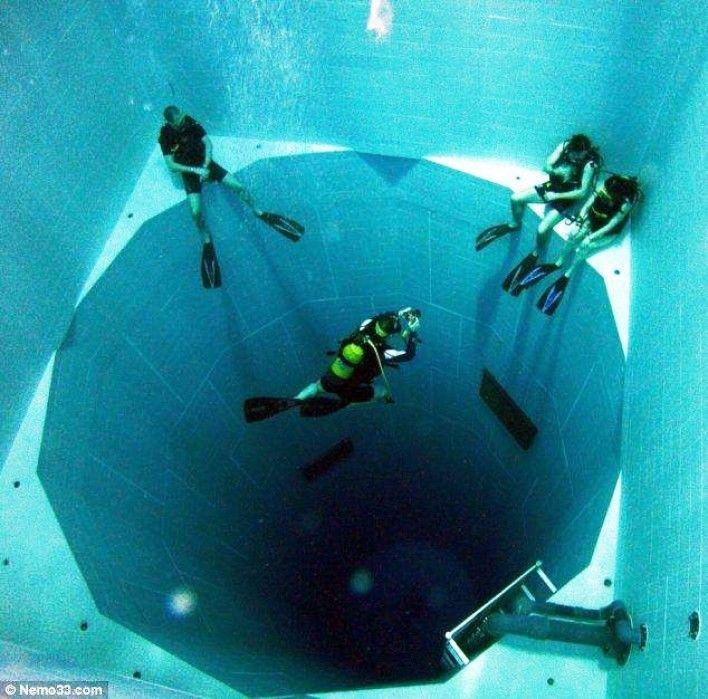 Gambar Foto Kolam Renang Terdalam di dunia sedalam 34,5 meter dengan 600 ribu galon air!