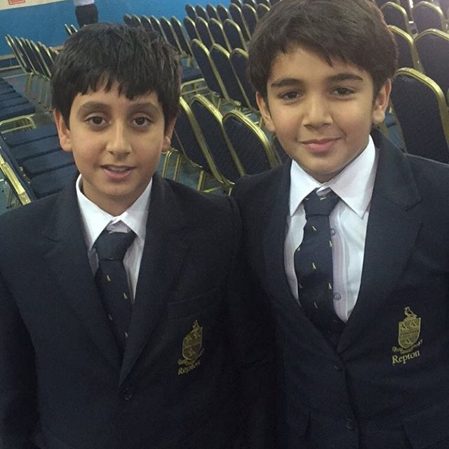 Mohammed bin Saeed bin Maktoum Al Maktoum y Mohammed bin Rashid bin Mohammed Al Maktoum, ceremonia de graduación, 05/06/2016. Vía: seela13