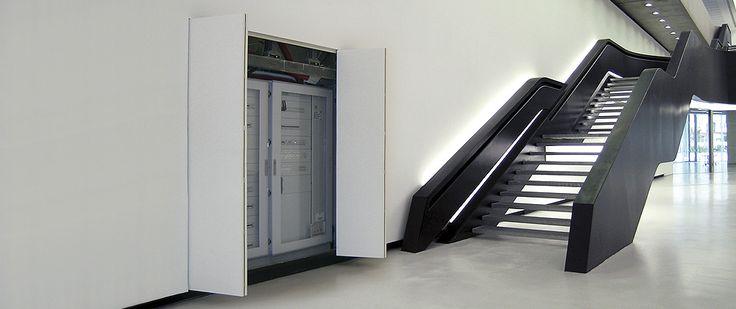 Sistemi rasoparete per coprire vani tecnici e creare cabine armadio