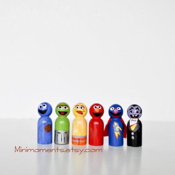Sesame Street Peg Dolls. Wooden peg dolls. Oscar, Cookie Monster, Big Bird, Count Dracula, Elmo, Super Grover.Peg People, Street Peg, Sesame Peg, Gift Ideas, Dolls Sets, Wooden Peg Dolls, Sesame Streets, Pegdolls, Crafts