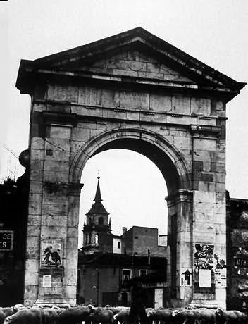 Puerta de Madrid, en Alcalá de Henares (Madrid).