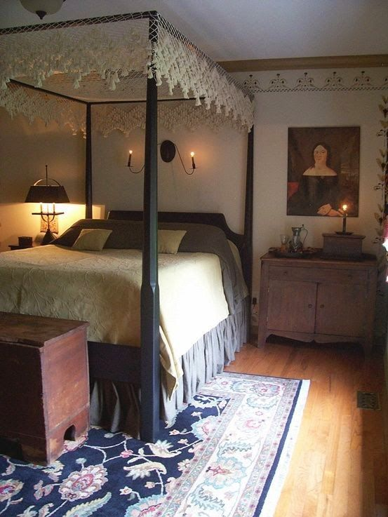 Eye For Design: Decorating Colonial/Primitive Bedrooms.  I always go back and forth about stenciling.  Easier to change than wallpaper!