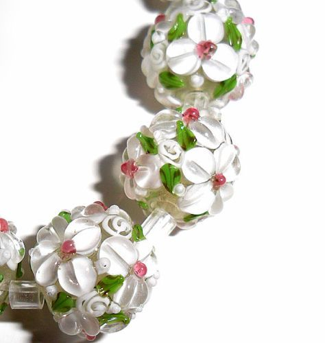 lampwork glass flower beads raised petals white 15 mm round 4 beads a33w